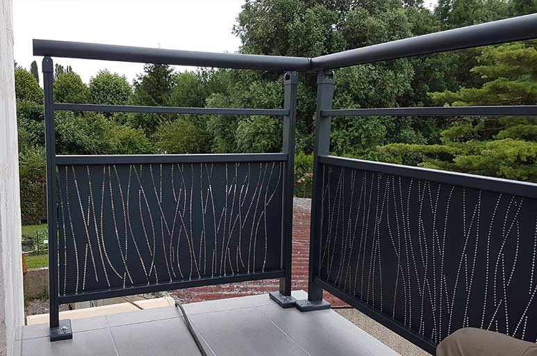 garde corps aluminium creil serrurerie moderne creilloise. Black Bedroom Furniture Sets. Home Design Ideas