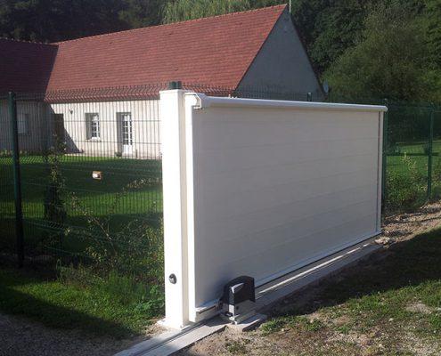Portail coulissant motorisé à Verneuil-en-Halatte dans le département de l'Oise