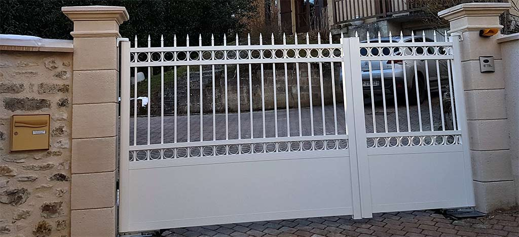 Simple Portail Aluminium Oise Apremont Ouverture Motorise Vers Luextrieur  With Portail Exterieur