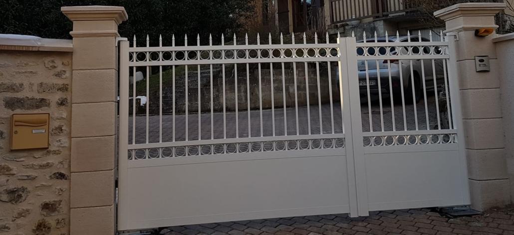 Portail Aluminium - Oise - Apremont - ouverture motorisée vers l'extérieur