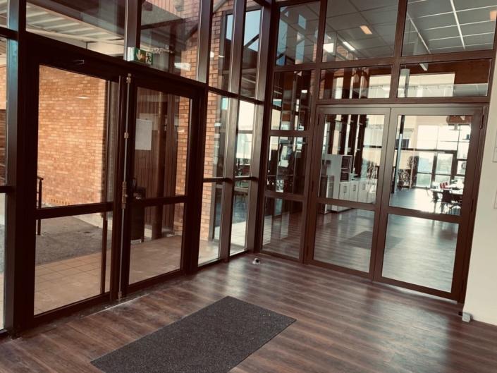 Porte Acier Entrée Restaurant Senlis Oise