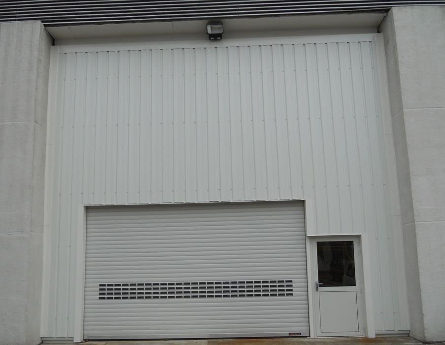 Porte de garage et bardage, Senlis, Oise